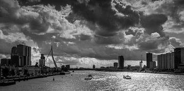 Skyline van Rotterdam in zwart-wit van Lizanne van Spanje