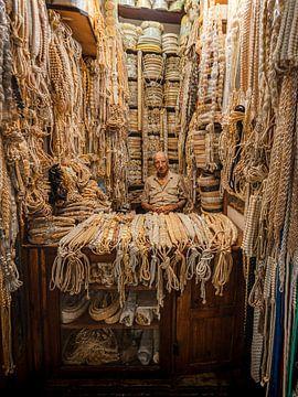 Markthändler in Fez von Niek Wittenberg