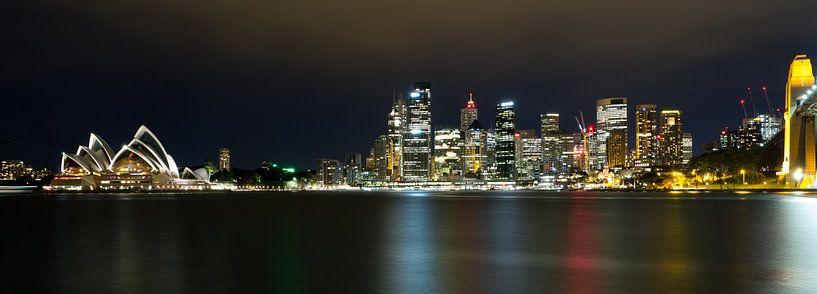 Sydney by Night in color, NSW Australie van Chris van Kan
