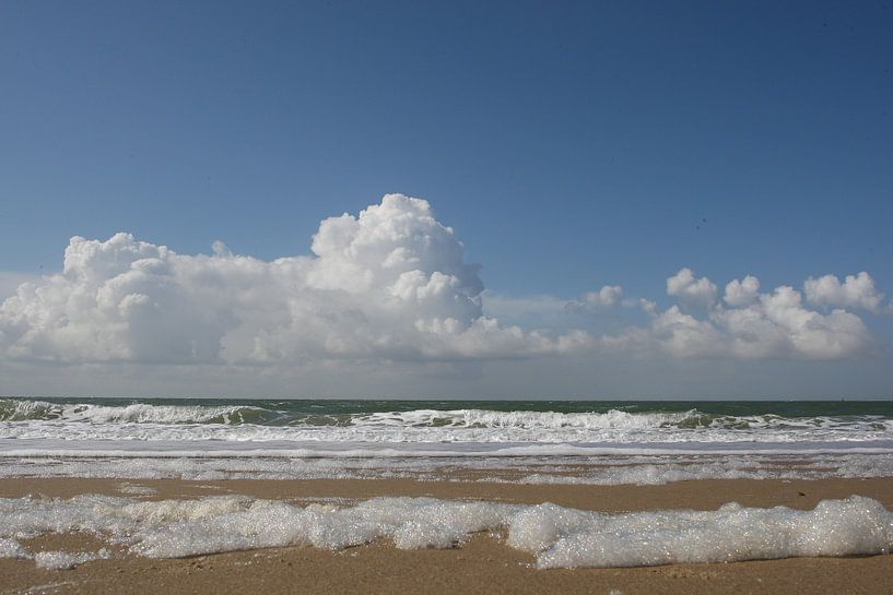 zee met horizon in zeeland van Frans Versteden