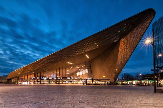 Centraal station Rotterdam van Ilya Korzelius