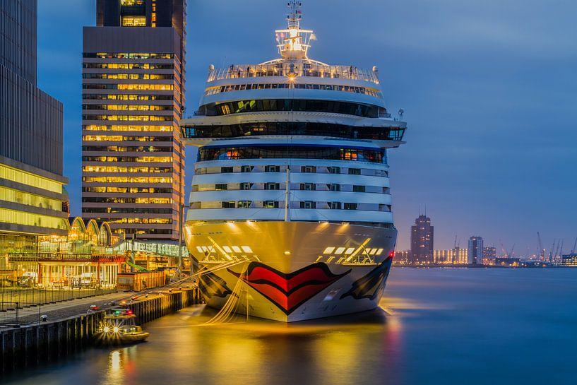 Cruiseschip Aida Mar aan de Cruise Port Rotterdam van MS Fotografie   Marc van der Stelt