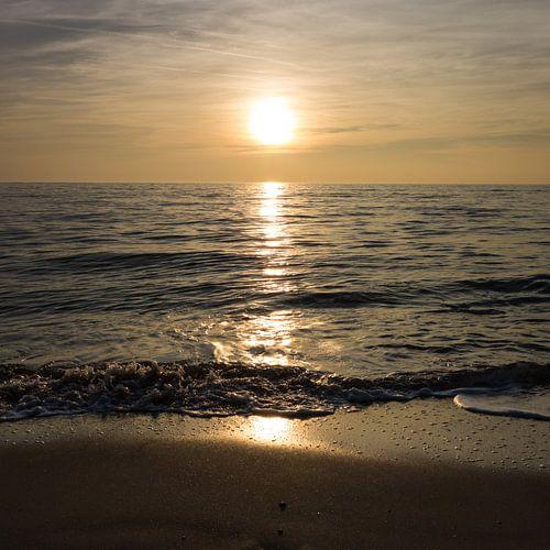 Het strand, in tegenlicht