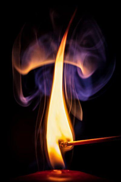 Wo Rauch ist, da ist auch Feuer. von Helga van de Kar