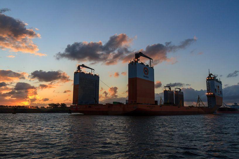 Zonsopgang Dockwise Vanguard van Krijn de Haas