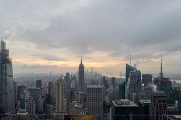De skyline van New York van de bovenkant van het de observatiedek van de rots in Rockefeller centrum