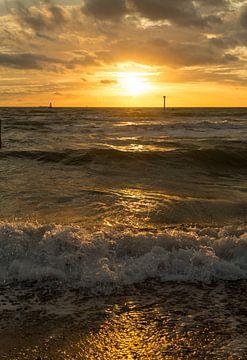 Zonsondergang aan zee van MSP Canvas