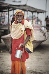 pelgrim bij Ganges rivier India van Karel Ham