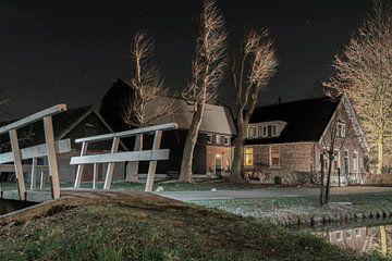Woonboerderij uitgelicht in de avond van Rossum-Fotografie