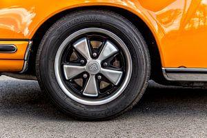 Porsche 911 met Fuchs wielen van
