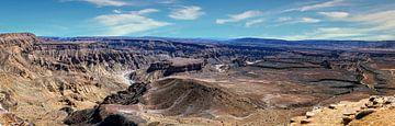Panorama van de Fish River Canyon, Namibië van Rietje Bulthuis