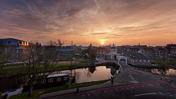 Zonsopkomst boven Leiden van