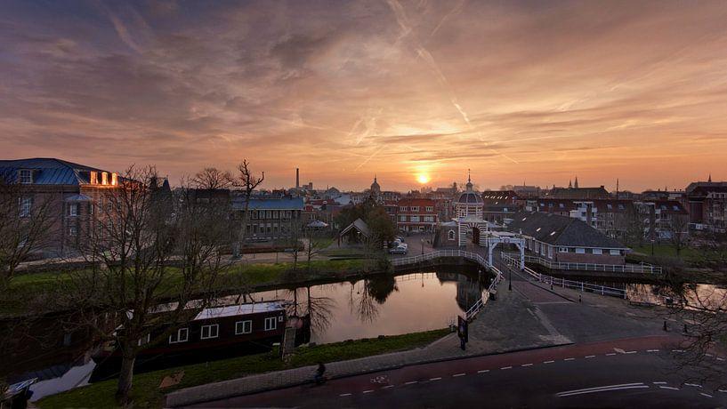 Zonsopkomst boven Leiden von Martijn van der Nat