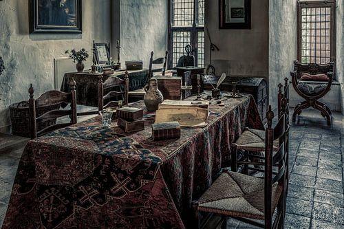 Het interieur in een kamer van een middeleeuws kasteel van