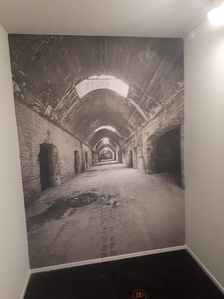 Kundenfoto: Verlaten plekken: Sphinx fabriek Maastricht gewelfde gang. von Olaf Kramer