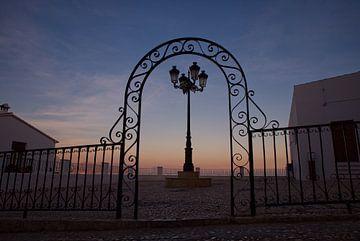 Sierlijk hek in de avond in Spanje