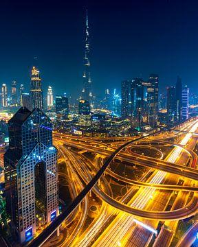 Die Skyline von Dubai bei Nacht von Remco Piet