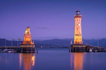 Le phare illuminé de Lindau sur