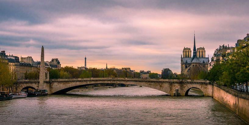 Parijs, Seine, Notre Dame bij avond von Rob IJsselstein