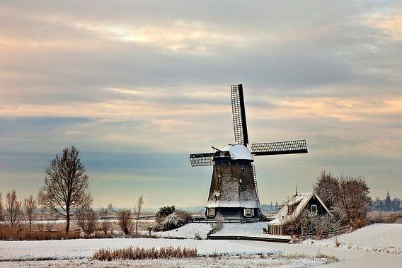 Molen De Havik in winterlandschap van Peter Bolman