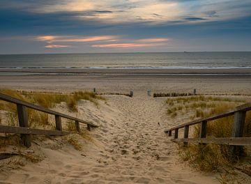 Zicht op het noordzee strand van Michel Knikker