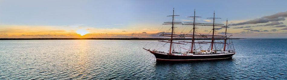 Pre-Sail aan de Rede van Texel met zonsondergang