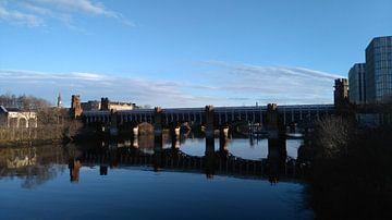 Brug over Clyde rivier in Glasgow, Schotland van Deborah Blanc
