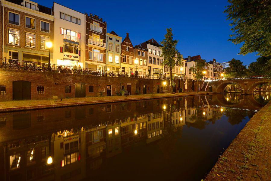 Oudegracht in Utrecht tussen Zandbrug en Jacobibrug