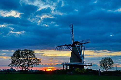 Zonsondergang bij molen