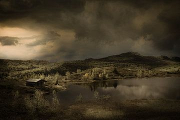 Schilderachtig landschap in Noorwegen met dreigende regenwolken. van Bas Meelker