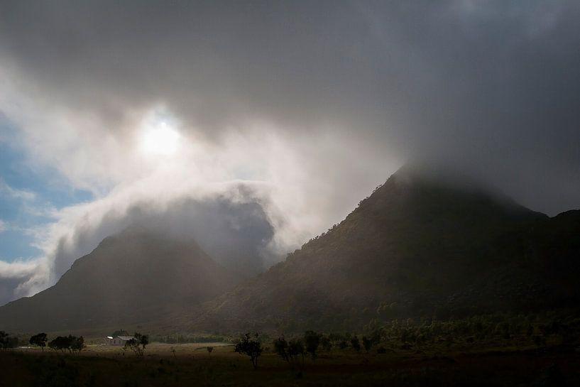 Donkere luchten op de Lofoten  van Erwin Stevens