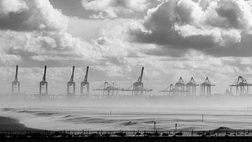 Zandstorm op de Maasvlakte 2 van Karel Boltjes