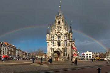 Oude Stadhuis Gouda met regenboog van Rinus Lasschuyt Fotografie
