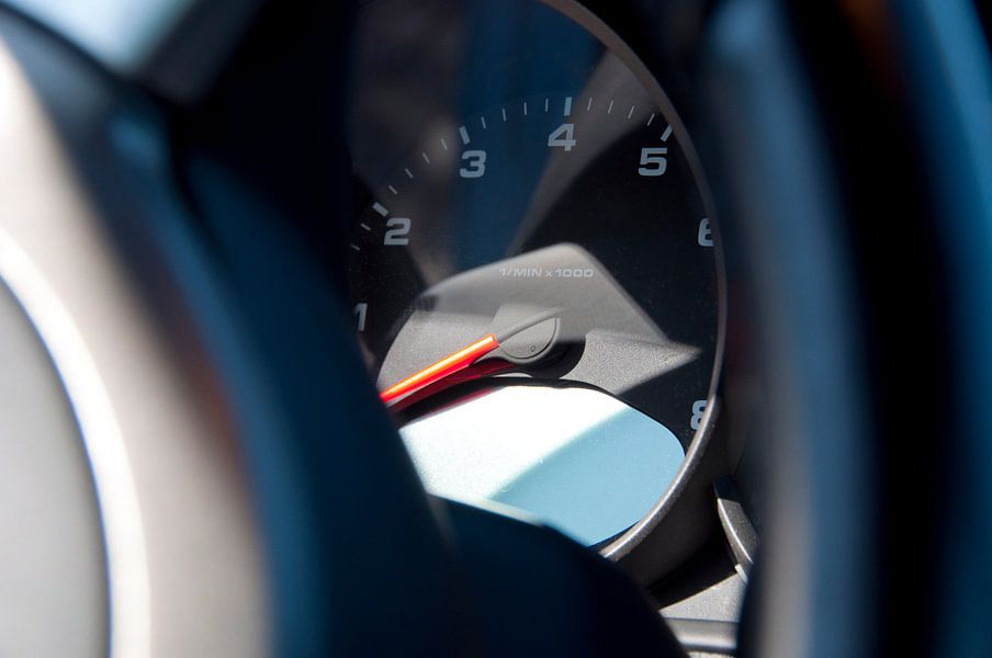 Toerenteller in een Porsche Carrera 4