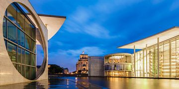 Le quartier du gouvernement et le bâtiment du Reichstag à Berlin sur Werner Dieterich