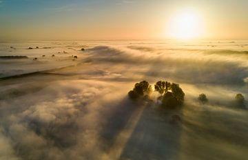Huisje drijft op de mist van Jonathan Vandevoorde
