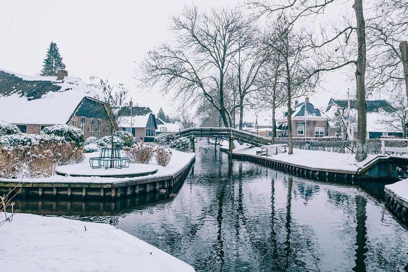 L'hiver au village de Giethoorn avec les célèbres canaux sur Sjoerd van der Wal