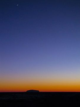Sonnenaufgang am Uluru oder Ayers Rock, Australien von Rietje Bulthuis