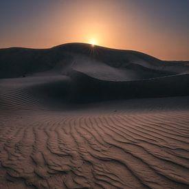 Wahiba Sands Wüste im Oman zum Sonnenaufgang von Jean Claude Castor