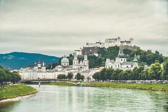 Salzburg - Blick über Stadt und Schloss von der Brücke aus