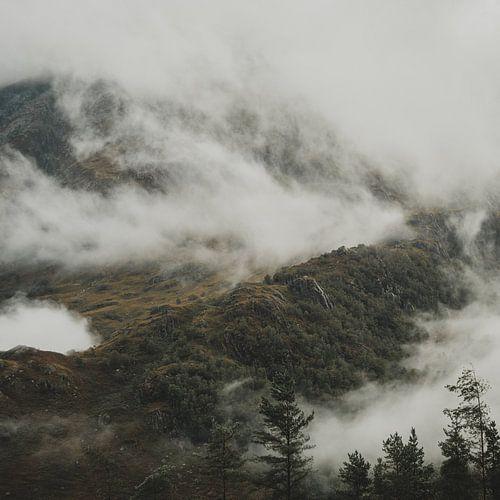 Ben Nevis achter wolken