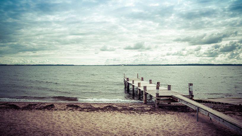 Steiger in het water - Aqua Light van Tony Buijse