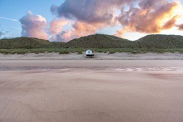 Strandhaus am Strand an der Nordseeküste in Zeeland von Wout Kok