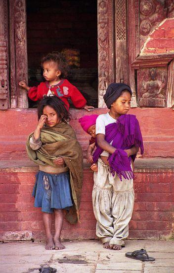 Verloren kleine bedelaars in Kathmanu, Nepal
