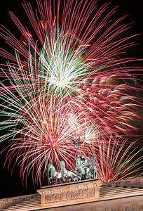 Vuurwerk boven de Brandenburger Tor