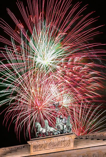 Vuurwerk boven de Brandenburger Tor van Frank Herrmann