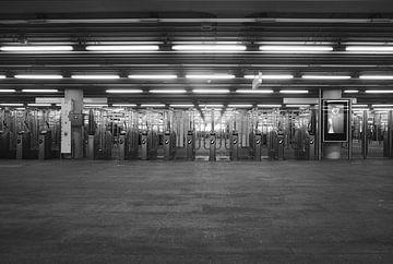 Metro van Arjen Roos