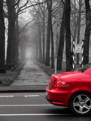 Een rode auto van Niels Eric Fotografie
