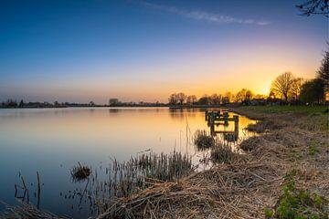 Binnenmaas bij zonsondergang van Alvin Aarnoutse