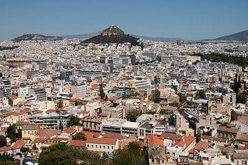 Athene Griekenland, uitzicht op de Lykavittos heuvel vanaf de Akropolis van Marianne van der Zee